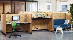 Mit Hack hat Konstantin Grcic ein Tischsystem entworfen, das die Anforderungen von Unternehmen und Mitarbeitern auf eine Weise antizipiert, die plakativ als Hack der Büroarbeitswelt verstanden werden kann: Den typischen Bürotischen stellt Grcic eine Lösung entgegen, die die Bedürfnisse heutiger Hightech-Unternehmen funktional und ästhetisch auf neuartige Weise erfüllt. Solche Unternehmen müssen jungen Hochschulabsolventen einerseits eine attraktive, funktionale und kreative Arbeitsumgebung…
