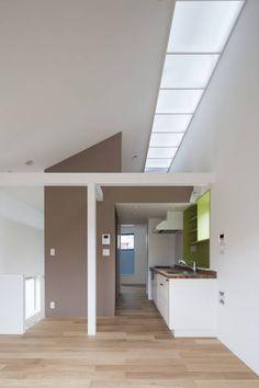 コンパクトで可愛いショートケーキハウス : 스칸디나비아 거실 by M設計工房