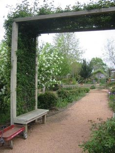 cattle panel arch trellis - Google Search Cattle Panel Trellis, Trellis Gate, Cattle Panels, Diy Trellis, Garden Trellis, Trellis Design, Landscape Design, Garden Design, Garden Arches