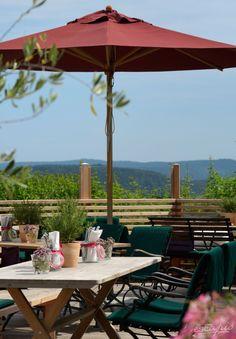 Die Terrasse des Berghotel Maibrunn. Ein Ort zum Entspannen. St Englmar, Bayern, Deutschland