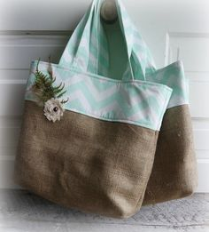 Chevron and Jute Tote Mint Choose your fabric por SarahNanDesigns Chevron, Jute Tote Bags, Reusable Tote Bags, Shopper, Tote Purse, Fabric Crafts, Sewing Projects, Purses, Knitting