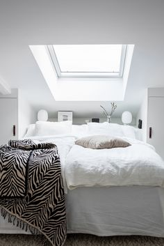 Vinon katon alla - All you need is White Home Bedroom, Bedroom Decor, Best Sheets, Pretty Bedroom, Cozy Living, Beautiful Bedrooms, House Rooms, Bed Design, Cozy House