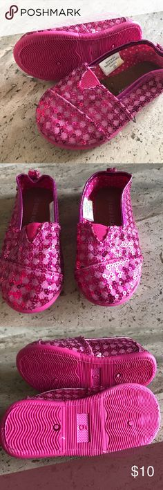 Koala Kids Sparkly Shoes size 5 Never been worn sparkly pink Koala Kids flats. I forgot they were in my daughters closet! Koala Kids Shoes Dress Shoes