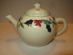 Hand Crafted Hartstone Pottery 8 cup Holly & Acorn Teapot Made in the USA 1989 #HartstonePottery
