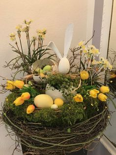 Don't want to bother with the difficult task of decorating your house for Easter? You can take special Easter Decoration Ideas to the next level and make your house look exactly the way you want it to. Easter Flowers, Easter Tree, Easter Wreaths, Diy Easter Decorations, Tree Decorations, Easter Centerpiece, Thanksgiving Decorations, Hoppy Easter, Easter Eggs