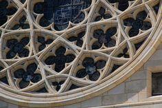 Detail, rose window gothic tracery, Bordeaux Cathedral Romanesque Architecture, Church Architecture, Architecture Details, Gothic Windows, Interior Design Classes, Rose Window, Mandala Pattern, Quatrefoil, Bordeaux