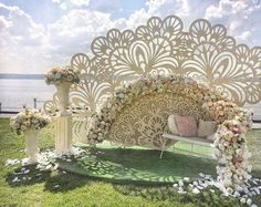 Everyone wants to have a grand wedding ceremony. If you are planning to seal the deal this summer, take a pick from stunning summer wedding décor ideas. Backdrop Decorations, Ceremony Decorations, Summer Wedding Decorations, Creation Deco, Backdrops For Parties, Event Decor, Event Design, Wedding Designs, Paper Flowers