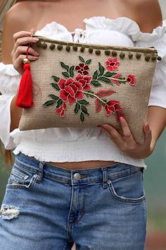 new Ideas for embroidery fashion diy costura Embroidery Bags, Embroidery Fashion, Embroidery Patterns, Jute Bags, Boho Bags, Crochet Cross, Fabric Bags, Handmade Bags, Diy Fashion