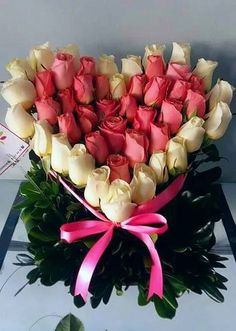 Happy sunday dear sister - have a beautiful day in the lord! Beautiful Rose Flowers, Romantic Roses, Beautiful Flowers, Happy Sunday Flowers, Flowers For Valentines Day, Good Morning Happy Sunday, Sunday Greetings, Flowers Online, Flower Boxes