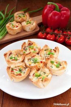 Wytrawne muffiny z chleba tostowego to idealna, prosta przekąska na imprezę, która zachwyci każdego gościa.
