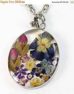 MothersDaySale Dried Flowers in Oval Resin Pendant Multicolor Silver Frame Vintage - Pressed Flowers in Clear Resin Pendant Antique Necklace, Vintage Necklaces, Vintage Jewelry, Oval Pendant, Resin Pendant, Valentines Gifts For Her, Clear Resin, Inspirational Gifts, Jewelry Trends