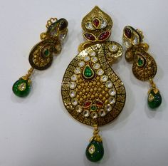 Nakoda Jewels is Dealers and Manufacturers of Artistic Gold Jewellery, Antique Gold Jewellery, Calcutta Jewellery and Specialized in Customized Jewellery in Mumbai. Pendant Set, Diamond Pendant, Diamond Jewelry, Gold Jewelry, Jewelery, Antique Gold, Antique Jewelry, Jewelry Patterns, Jewellery Designs