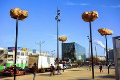 Paris : Les Rochers dans le ciel de Didier Marcel - Installation à découvrir à l'arrêt Avenue de France T3a - Paris 13 | ParisianShoeGals