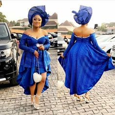 Serving Fresh Stew In Peng Asoebi Styles – A Million Styles at Diyanu Nigerian Dress Styles, Ankara Dress Styles, Kente Styles, Ankara Tops, African Wedding Attire, African Attire, African Wear, African Style, African Maxi Dresses