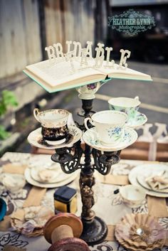 Trendy Bridal Shower Tea Party Ideas Diy Alice In Wonderland Ideas Mad Hatter Party, Mad Hatter Tea, Mad Hatters, Tea Party Wedding, Wedding Table, Bridal Table, Wedding Ideas, Decoration Evenementielle, Alice In Wonderland Tea Party