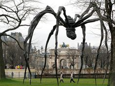 "Louise Bourgeois' giant spider sculpture ""Maman"" / Jardin des Tuileries, Paris, France"