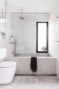 petite salle de bain baignoire douche mosaique hexagonale