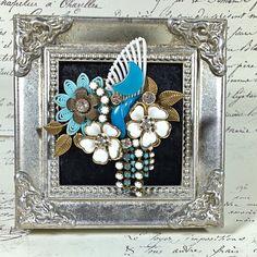 Vintage Jewelry Crafts, Old Jewelry, Jewelry Art, Jewelry Design, Jewelry Making, Unique Jewelry, Recycled Jewelry, Jewelry Frames, Vintage Buttons