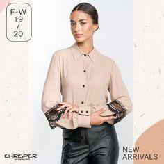 Στυλάτο πουκάμισο σε ύφασμα ζορζέτας, διακοσμημένο με τσαχπίνικη δαντέλα στα μανίκια! Κωδικός: 52419 Shirt Dress, Mens Tops, Shirts, Dresses, Women, Fashion, Vestidos, Moda, Shirtdress