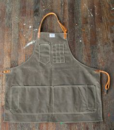 No. 325 Artisan Apron in Olive Waxed Canvas & Saddle Horween Leather