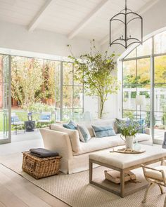 Décor Inspiration   A Californian Home Decorated in Elegant Neutrals