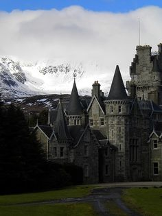 Highlands Castle, Loch Laggan, Scotland Like most people, I have a list of places I've never been that I'd love to go. Scotland is the top of the list of places I've been and would rather revisit before those. Places To Travel, The Places Youll Go, Oh The Places You'll Go, Places To Visit, Beautiful Castles, Beautiful World, Beautiful Places, Photo Chateau, Ben Nevis