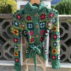 chaqueta crochet vero moda. chaqueta multicolor de crochet muy alegre y favorecedora, talla xs pero talla más de lo que marca.