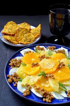 #Piatto con insalata di #agrumi #guarnita con cialde di cous cous ai semi @Come Guarnire I Piatti