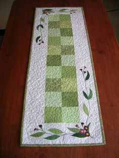 I like this simple tablerunner!.