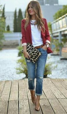 I like this blazer paired with the animal print clutch.