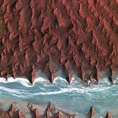 A gorgeous satellite image of the Nambib Desert taken by Koreas Kompsat-2 satellite [1280x1289]