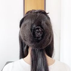 Geisha Hair, Long Hair Styles, Beauty, Long Hairstyle, Long Haircuts, Long Hair Cuts, Beauty Illustration, Long Hairstyles, Long Hair Dos
