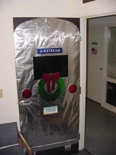 door decorating contest for christmas at the office