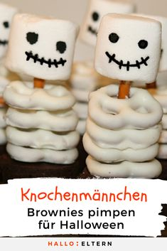 Delicious skeleton snack for the Halloween party- Leckerer Skelett-Snack für die Halloweenparty Halloween food bone man from brownies - Halloween Brownies, Halloween Desserts, Postres Halloween, Halloween Food Crafts, Creepy Halloween Food, Halloween Party Appetizers, Halloween Treats For Kids, Spooky Treats, Fete Halloween