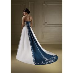Doctor Who wedding dress imagine this with Gallifreyan embroidery. Beautiful!