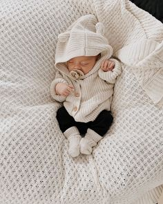 Winter Gender Neutral Newborn Baby Outfit featuring Diamond Knit Blanket by Snuggle Hunny Kids, So Cute Baby, Cute Baby Clothes, Cute Kids, Cute Baby Boy Outfits, Neutral Baby Clothes, Organic Baby Clothes, Babies Clothes, Foto Baby, Baby Outfits Newborn