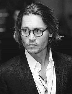 Òptica Sisquella Barcelona. Celebrities with glasses: Johnny Depp #JohnnyDepp