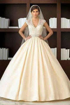 Hermoso vestido y sencillo