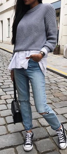 how to style a knit sweater : white shirt + bag + converse + boyfriend jeans