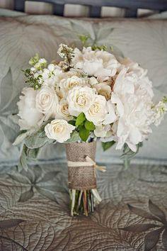 Wedding burlap bouquet, how I want my wrapped except no raffia
