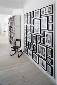 coole Inspirationen zur Wanddekoration aus aller Welt Organized gallery wall, using black and white photos . very cool!Organized gallery wall, using black and white photos . very cool! Inspiration Wand, Design Inspiration, Design Ideas, Home Projects, Sweet Home, New Homes, House Ideas, House Design, Floor Design