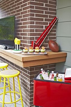 Tailgating Must-Haves: Want to make the most out of game day? Come prepared with essentials to help you host the best party. #lowes #fall #football #party