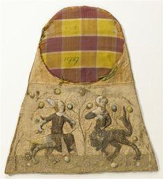 DESCRIPTION:Provenance : abbaye bénédictine de Saint-Mihiel (Meuse); aumônière brodée de personnages grotesquesPÉRIODE 14e siècle période du Bas Moyen Âge (Europe occidentale) SITE DE PRODUCTION Paris (origine) TECHNIQUE/MATIÈRE broderie (technique) , fil d'argent , fil d'or , soie (textile) DIMENSIONSHauteur : 0.36 mLargeur : 0.324 m