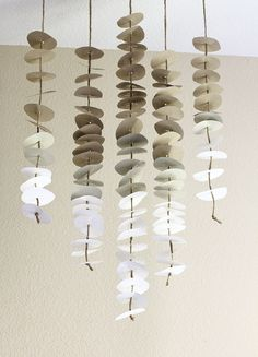 DIY - swoon studio: Made at home: Anthropologie inspired paper mobile Diy Paper, Paper Art, Paper Crafts, Paper Lamps, Tissue Paper, 3d Templates, Mobile Craft, Mobile Mobile, Wind Chimes