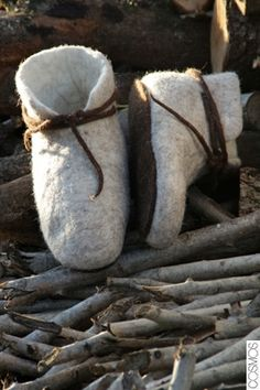 sabatilles de fletre /zapatillas de fieltro / felt slippers