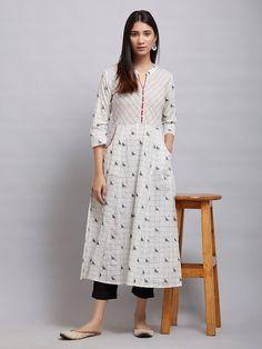 Kurta Patterns, Frock Patterns, Sewing Patterns, Simple Kurta Designs, Kurta Designs Women, Sleeves Designs For Dresses, Dress Neck Designs, Kurti Embroidery Design, Embroidery Suits