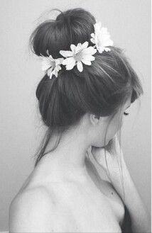 I love the flowers wrapped on the bun