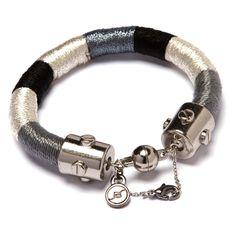 Pulseira de corda revestida com fios preto, prata e azul com fecho ímã