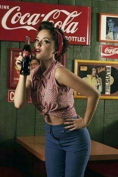 Vintage photoshoot women pin up pinup Ideas – Nusifotkink taip – retro Retro Mode, Mode Vintage, Vintage Girls, Retro Vintage, Vintage Outfits, Vintage Fashion, Pin Up Girl Vintage, Moda Rockabilly, Looks Rockabilly