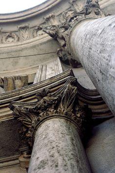 * Immenses colonnes